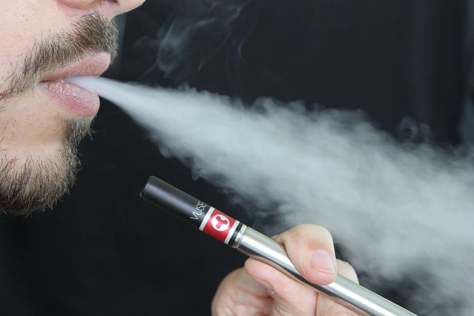 Pour votre santé, pensez à passer à la cigarette électronique !